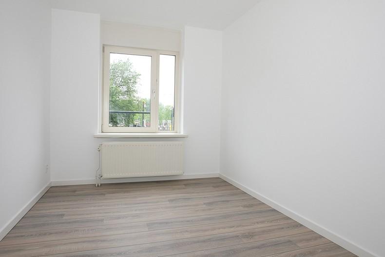 ... aan huis. De ruimte is voorzien van nieuw gestuukte wanden en plafond