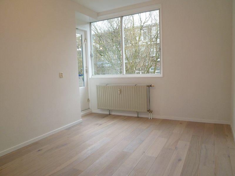 ... witte slaapkamer ideeen. Badkamer cement vloer storten en wand